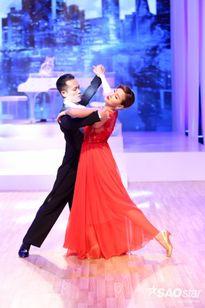 Mỹ nhân The Face 'thăng hoa cảm xúc' cùng mẫu giày khiêu vũ tinh tế