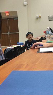 Cậu bé 11 tuổi khiến bạn bè cùng lớp Đại học cảm thấy xấu hổ vì 1 câu nói