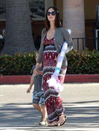 Megan Fox lần đầu tiên lộ diện sau khi sinh quý tử thứ 3