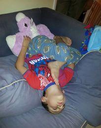 Giấc ngủ không quy củ vẫn siêu dễ thương của con trẻ
