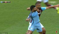 Trọng tài Graham Poll: 'Aguero đáng bị treo giò vì đánh cùi chỏ'