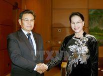 Chủ tịch Quốc hội tiếp Đoàn Ủy ban Trung ương Mặt trận Lào