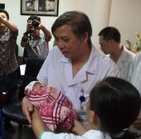 Hình ảnh xuất viện của bé Trần Gấu - con trai sản phụ từ chối điều trị ung thư