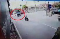 Xe tải cố vượt đèn vàng đâm văng người đi xe máy