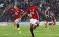 Chỉ 4 trận đấu, Mourinho đã đi vào lịch sử M.U với kỷ lục chưa từng có