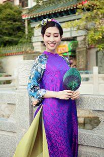 Hoa hậu điện ảnh Thanh Mai lãng mạn xuống phố trung thu