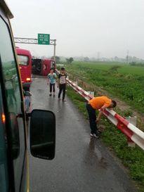 Xe khách lật trên cao tốc khiến 12 người thương vong đã chạy với tốc độ trên 80km/h?
