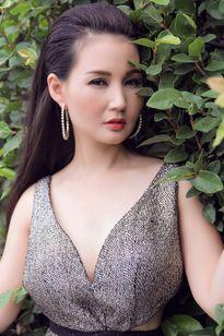 Hoa hậu quý bà Châu Á tại Mỹ khoe khéo vòng hai