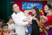 Tùng Dương dự khai giảng muộn cùng trẻ em tự kỷ