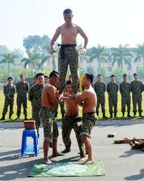 Mục kích đặc công chống khủng bố khổ luyện
