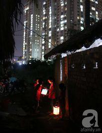 Có một trung thu thật khác của trẻ xóm nhà lá phía sau những cao ốc tráng lệ ở Sài Gòn