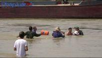 Tuyên Quang: Vì sao người dân liều mình cắt neo tầu khai thác cát để giữ đất?