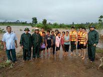 Gia Lai: Bộ đội biên phòng giải cứu 6 người bị kẹt do lũ lớn