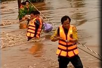 Gia Lai: Bộ đội biên phòng cứu 6 người trong lũ dữ