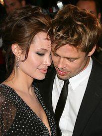 Brad Pitt giúp Angelina Jolie vượt qua nỗi sợ hãi ung thư thế nào?