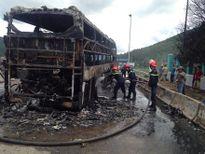Xe giường nằm cháy rụi ở Phú Yên, 23 người thoát chết