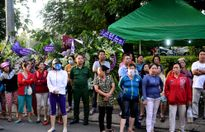 Thành Lộc bức xúc với đám đông gây rối ở tang lễ Thanh Tòng