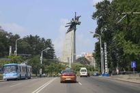 Triều Tiên yêu cầu lái xe 5km/h khi đi qua tượng lãnh đạo