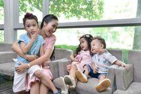 Con trai 1 tuổi của Ốc Thanh Vân tập tễnh trên sàn diễn thời trang