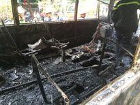 Hà Nội: Sau tiếng nổ lớn, xe buýt bốc cháy dữ dội