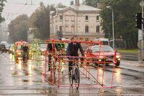 Đi lại bằng gì khi cấm xe máy, hạn chế taxi, thiếu giao thông công cộng