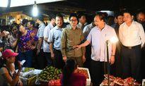 Thủ tướng nhắc nhở người buôn hoa quả giữ đạo đức kinh doanh