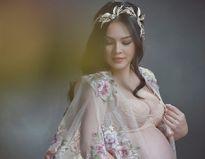Dương Cẩm Lynh mặc xuyên thấu khoe bụng bầu 9 tháng
