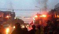 Dây điện bốc cháy dữ dội, người đi đường hốt hoảng tấp xe vào lề thoát thân