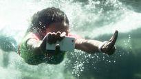 Vì sao điện thoại chống nước lại ra đời?