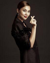 Siêu mẫu Thanh Hằng: 'Đừng hỏi tôi về giá trị của những bộ đồ, rất ngại'