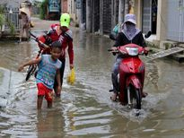 Chùm ảnh: Con đường dù nắng hay mưa cũng...ngập