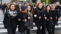 Phụ nữ Ba Lan mặc đồ đen biểu tình phản đối dự luật cấm phá thai