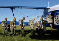 Bên trong ngôi trường trẻ em được đào tạo nhảy dù, bắn AK ở Nga