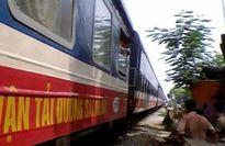 Chạy qua đường ray đón khách, lái xe ôm bị tàu hỏa đâm tử vong