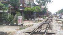 Đi bộ qua đường sắt bị tàu hỏa đâm chết