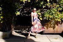 Street style tuần qua: 'Cuộc chiến' váy áo của sao khi đi du lịch