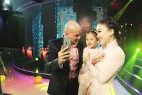 Bà xã Phan Đinh Tùng phá lệ lên sân khấu cùng chồng