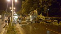 Quảng Ninh: Xe tải nát đầu trước cổng UBND tỉnh