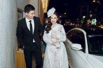 Angela Phương Trinh ôm cún cưng đi xem show thời trang cùng Võ Cảnh