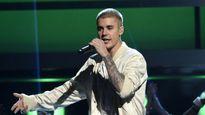 Justin Bieber ngừng biểu diễn để yêu cầu fan im lặng