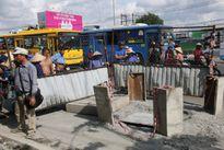TP HCM: Chạy theo xe buýt, người đàn ông lọt hố ga tử vong