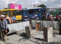 Chạy đón xe buýt, người đàn ông lọt hố ga tử vong