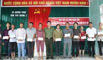 Học viện An ninh nhân dân trao quà cho nhân dân vùng lũ Hương Khê
