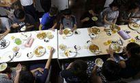 Bữa tối cho trẻ em nghèo Nhật Bản
