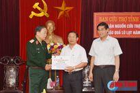 Bộ Tư lệnh QK7 trao quà cứu trợ cho người dân vùng lũ Hà Tĩnh