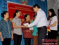 Trung ương Hội Nông dân Việt Nam gửi 300 suất quà tới bà con vùng lũ