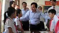 'Dù khó khăn đến mấy cũng không để học sinh vùng lũ bỏ học'