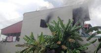 Châm lửa đốt nhà vì mẹ không cho tiền