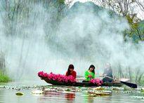 Giới trẻ Hà thành đua nhau chụp ảnh cùng hoa súng trên suối Yến
