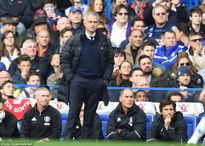 M.U thua 0-4, Mourinho 'ăn quả đắng' ngày về Stamford Bridge